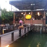 Photo prise au Nontnatee Resort & Restaurant par Suntipon M. le2/22/2012