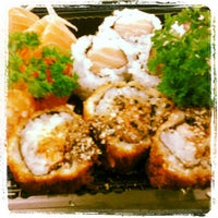 Foto tirada no(a) Fujisan Sushi por Paula C. em 4/4/2012