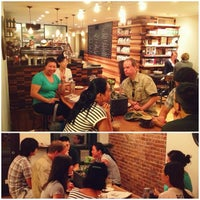 9/6/2012にGreg W.がIrving Farm Coffee Roastersで撮った写真