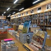 Photo taken at Hennessey + Ingalls Bookstore by MAKIKO I. on 3/24/2012