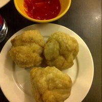 Photo taken at Honeymoon Dessert by Winna F. on 7/15/2012