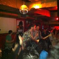Foto tomada en Rock&Roll Radio Club por Blan G. el 3/17/2012