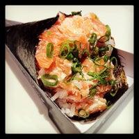 Foto tirada no(a) Sushi Roots Express por Rodrigo L. em 3/28/2012