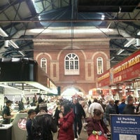 Foto scattata a St. Lawrence Market (South Building) da Matt S. il 12/3/2011