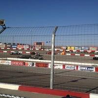 Foto tirada no(a) Bullring at Las Vegas Motor Speedway por Sal S. em 7/4/2012