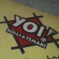 Photo taken at Yoi! Rolls & Temaki by Arthur B. on 4/6/2012