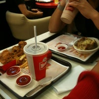 รูปภาพถ่ายที่ Tampines Mall โดย Muhammad L. เมื่อ 11/30/2011
