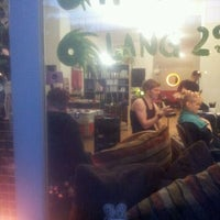 Das Foto wurde bei Headshop Berlin von rohrwallpirat B. am 5/16/2012 aufgenommen