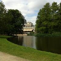 Foto tirada no(a) Vondelpark por melinda V. em 5/29/2011