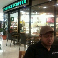 Photo taken at Starbucks by Marischka Heidi A. on 12/25/2011