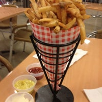 Photo taken at Frietkoten Belgian Fries & Beer by Princess M. on 3/22/2012