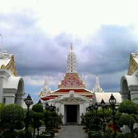 Photo taken at Wat Phichaiyatikaram by Thaagoon A. on 8/21/2011