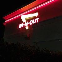 Foto diambil di In-N-Out Burger oleh Vina T. pada 8/11/2012