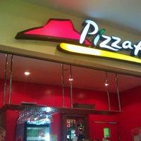 Снимок сделан в Pizza Hut пользователем Barish W. 9/3/2011