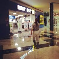 Foto tomada en Best Buy por Gilberto D. el 1/27/2012