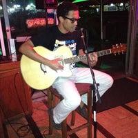 Photo prise au Surfers Cafe par Mahalia C. le9/2/2012