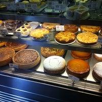 รูปภาพถ่ายที่ Bakehouse On Wentworth โดย Heather P. เมื่อ 2/4/2011