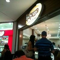 Foto tirada no(a) Richesse Confeitaria por Marcelo V. em 1/22/2012
