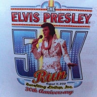Photo taken at Elvis 5k At Graceland! by Stader on 8/11/2012