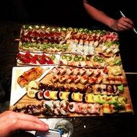 Foto tomada en Blue Sushi Sake Grill por Mike T. el 5/12/2012