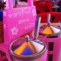 Photo taken at หมูตุ๋น เนื้อตุ๋น ยาจีน by Kanetr S. on 8/1/2012
