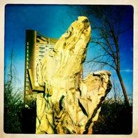 Das Foto wurde bei Socrates Sculpture Park von Rebekah N. am 2/19/2012 aufgenommen
