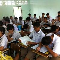 Photo taken at โรงเรียนบ้านหมากแข้ง by Dechsakda T. on 8/24/2012
