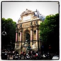 Photo prise au Place Saint-Michel par Yann B. le6/25/2011