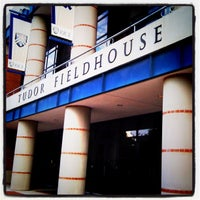 Foto tirada no(a) Tudor Fieldhouse por MoiseKapenda B. em 11/20/2011