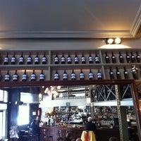 Foto tomada en Café Adonis 1940 por Roger I. el 1/9/2012