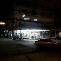 Photo taken at 7-Eleven (เซเว่น อีเลฟเว่น) by ญานิกา ส. on 5/14/2012