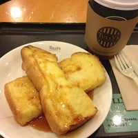 Photo taken at Tully's Coffee 川崎ソリッドスクエア店 by ramenkowai on 2/28/2012