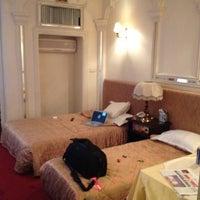Photo taken at Karoon Hotel | هتل کارون by Vladislav D. on 4/9/2012