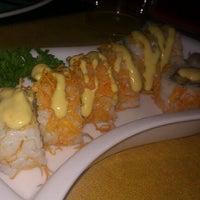 Photo taken at Sushi King by Eleneitor on 9/16/2011