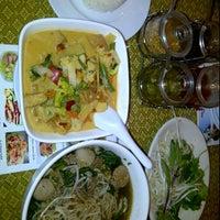 Photo taken at Kin Sen Thai Restaurant by Milo R. on 10/17/2011