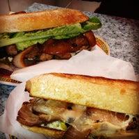 7/5/2012 tarihinde Chelsey W.ziyaretçi tarafından Paseo Caribbean Food'de çekilen fotoğraf