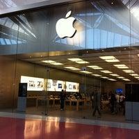 Foto scattata a Apple Centro Sicilia da Yssa il 10/10/2011