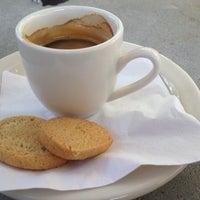Foto tirada no(a) Empire Cafe por Jean-Marc B. em 4/6/2012