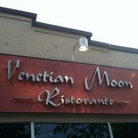 6/23/2012 tarihinde Danielle W.ziyaretçi tarafından Venetian Moon'de çekilen fotoğraf