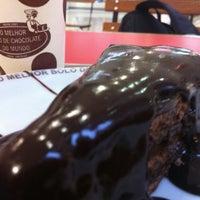 Photo taken at O Melhor Bolo de Chocolate do Mundo by Raul L. on 12/28/2011