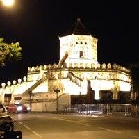 Das Foto wurde bei Phra Sumen Fort von Ploii Pannaree am 8/13/2012 aufgenommen