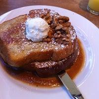 4/14/2012 tarihinde Josh S.ziyaretçi tarafından Cafe Flora'de çekilen fotoğraf