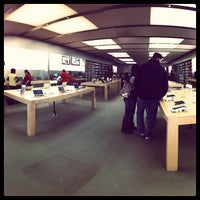 Photo taken at Apple The Promenade Shops at Briargate by Christopher W. on 11/29/2011