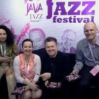 Photo taken at The AXIS Jakarta International Java Jazz Festival 2011 by trev p. on 3/6/2011