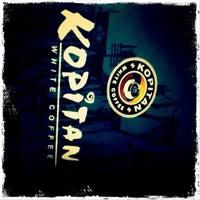 Photo taken at Kopitan Classic White Coffee by Wan Tian H. on 10/30/2011