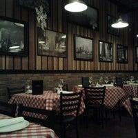 Foto scattata a Grimaldi's Pizzeria da Rachelle M. il 12/31/2011