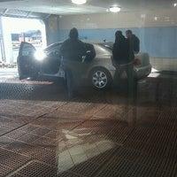 Foto scattata a Mobil / K & H Car Wash da Jim M. il 1/15/2012
