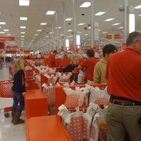 Снимок сделан в Target пользователем Emilia J. 10/29/2011