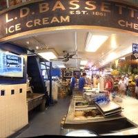 Photo taken at Bassett's Ice Cream by Richi T. on 9/2/2012
