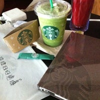 Photo prise au Starbucks par Andreas H. le12/7/2011